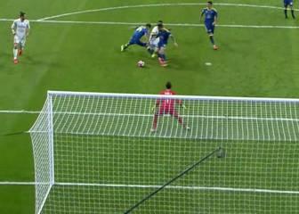 El Madrid reclamó penalti a James en el tramo final