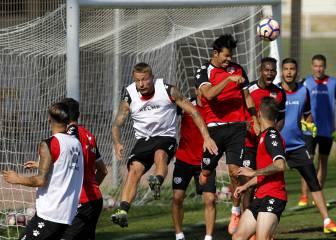 Almería y Rayo persiguen el primer triunfo del curso