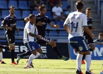 El Tenerife suma su primera victoria con un gol psicológico