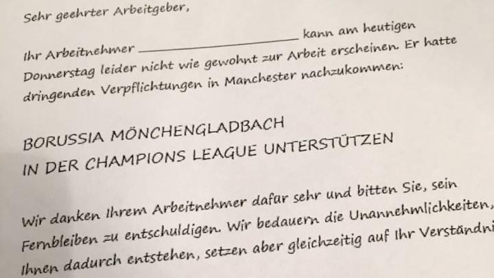El Gladbach dio un justificante para el trabajo a los aficionados que se quedaron en Manchester