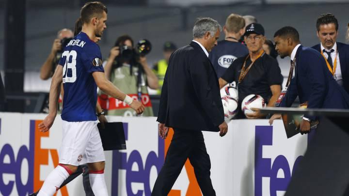 Mourinho hizo ocho cambios y el United empieza perdiendo