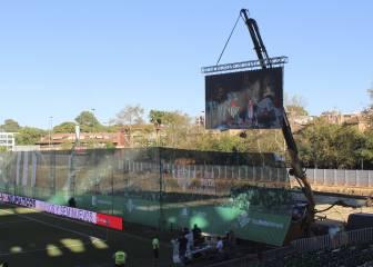 Ojo al nuevo videomarcador del Betis: colgado en una grúa