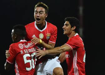 Mitroglou y Pizzi ponen al Benfica líder en Portugal