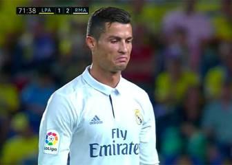 Zidane cambió a Cristiano en el 72' y éste le saludó sin mirarle