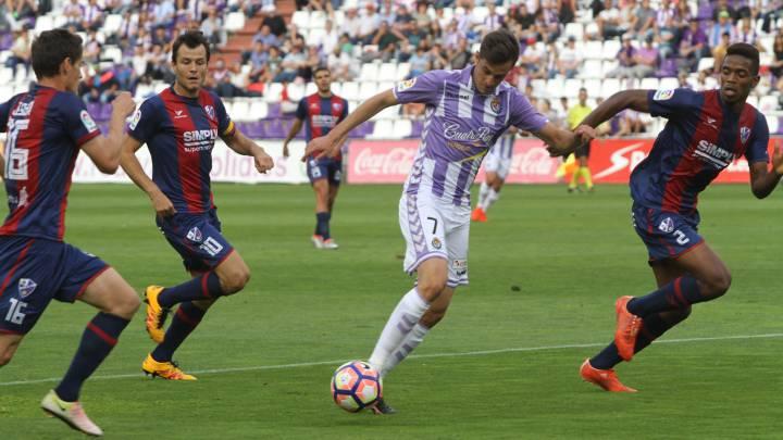 Camacho y Samu, de penalti, asaltan Zorrilla en 10 minutos