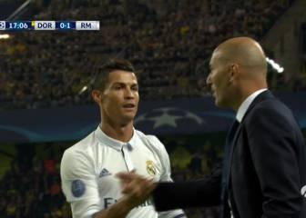 Abrazo entre Cristiano y Zidane tras marcar el 0-1