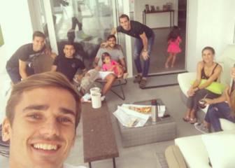 Varios futbolistas del Atlético visitaron a Augusto en su casa