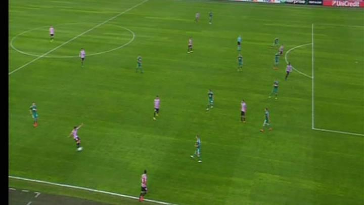 El árbitro anuló un gol, pito penalti y al final... fuera de juego