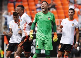 Otros dos penaltis parados de Alves; lleva 19 de 41 en LaLiga
