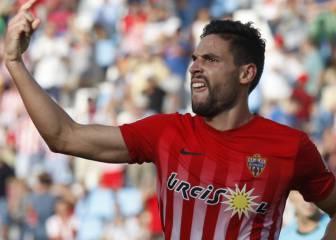 El Almería salva un punto en el descuento en casa ante el líder