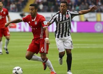 El Bayern de Ancelotti tropieza ante un Eintracht con uno menos