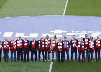 Homenaje a los veteranos del Atlético antes del partido