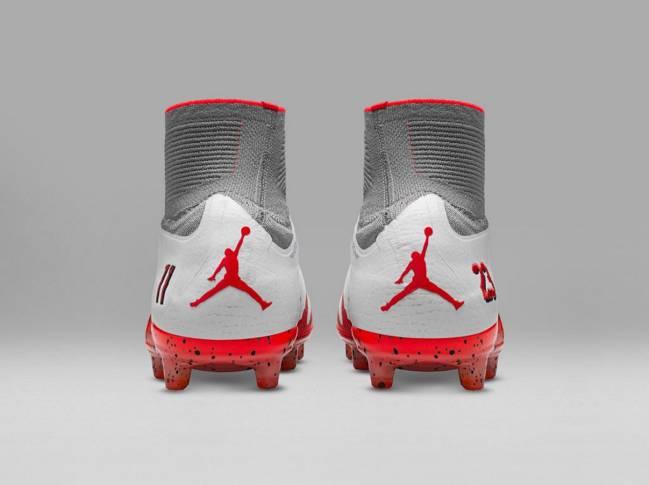 Logotipo Jumpman inspirado en Michel Jordan en la parte trasera de las nuevas Nike NJR x Jordan.
