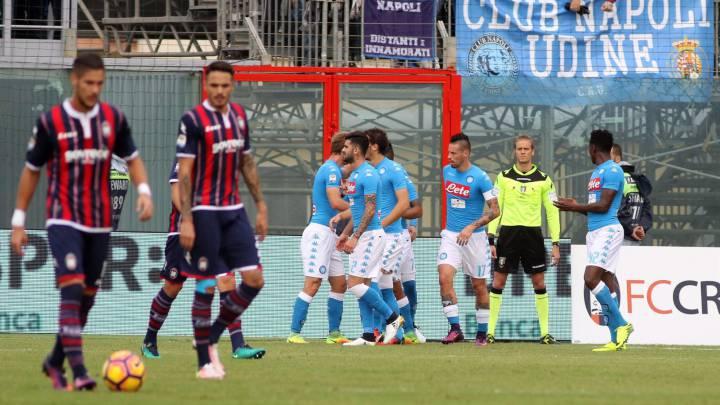 El Nápoles gana y se mantiene y el Inter de De Boer vuelve a caer