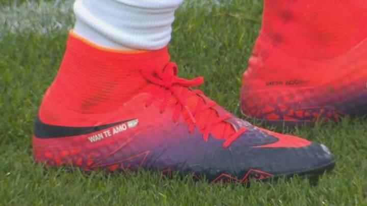 "Dedicatoria exclusiva de Icardi en sus botas: ""Wan te amo"""
