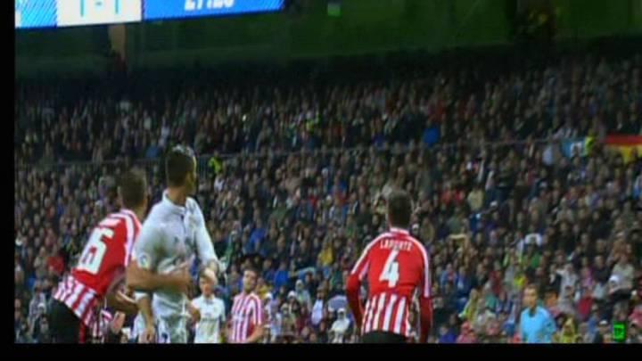 Cristiano reclamó penalti de Saborit en la segunda parte