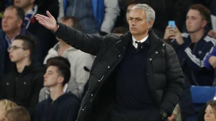 Un enfadado Mourinho busca al 'topo' que filtró su alineación