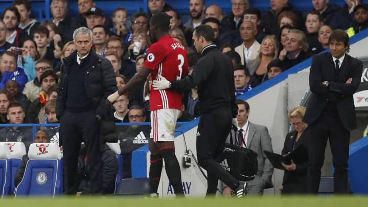 Problemas para Mourinho: Bailly estará dos meses de baja