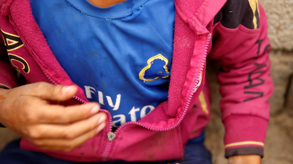 عکس/داعش لوگوی رئال مادرید را از پیراهن یک کودک کند!