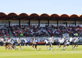 Cerca de 3.000 personas en el entrenamiento de Prandelli