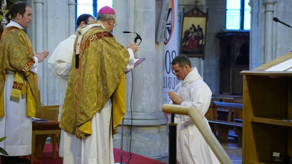 Exjugador del Manchester United será sacerdote en 2017