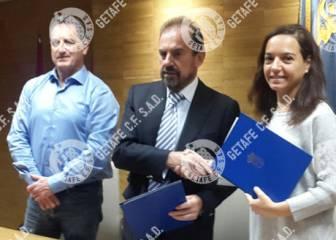 El Getafe y el Ayuntamiento firman la paz en un acto oficial