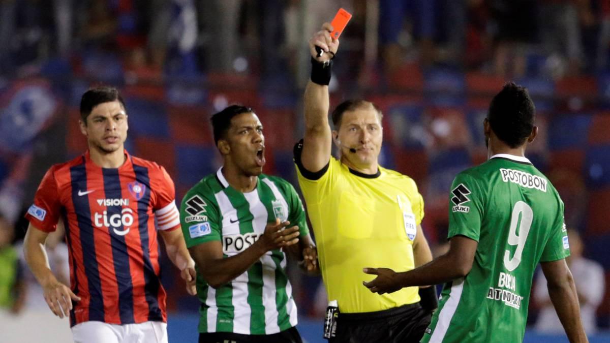 FIFA e IFAB estudian incluir las expulsiones temporales