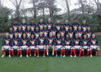 El Arsenal de 'Santa' Cazorla posa con un jersey navideño