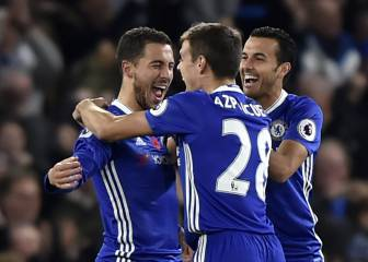 Hazard stars as Chelsea thrash Everton to go top of the league