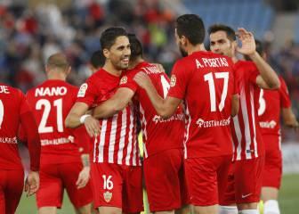 El Almería golea al Córdoba pero no sale del descenso