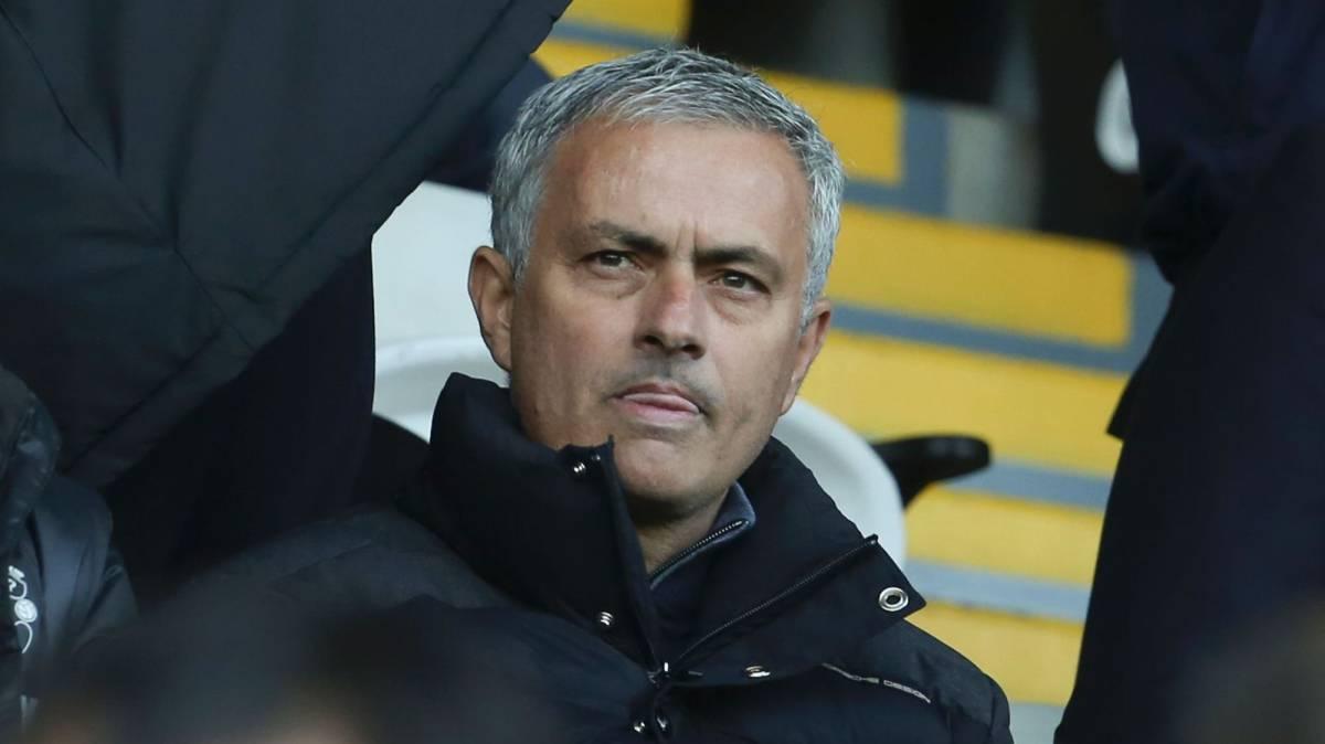 José Mourinho vio desde el palco el partido contra el Swansea por sanción.
