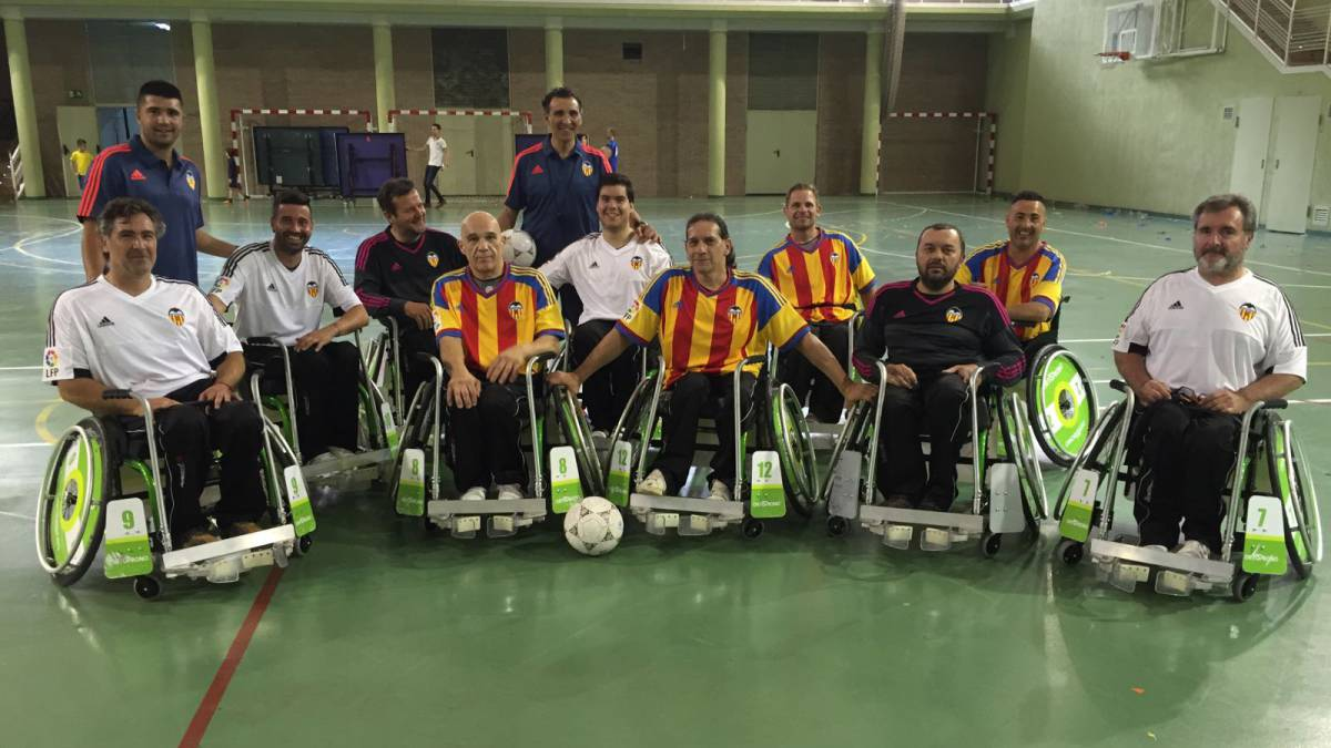 Valencia giner patenta una silla de ruedas para jugar al f tbol - Alquiler de sillas de ruedas en valencia ...