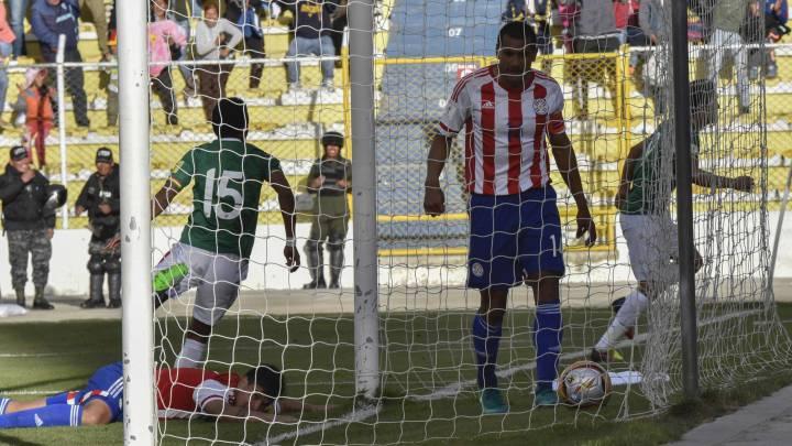 Los jugadores de Bolivia celebran el gol ante Paraguay.