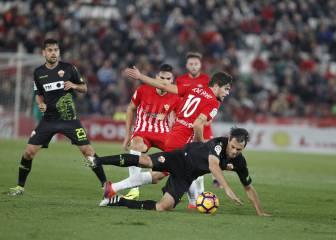 El Almería saca la cabeza del descenso al vencer al Elche