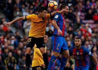 El Barça reclamó penalti de Ricca a Arda en el minuto 55