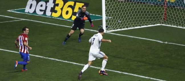 Cristiano Ronaldo marca el 0-3 al Atlético.