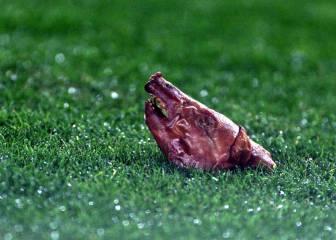 Figo regresa a Barcelona decidido a sacar los córneres... (2002)