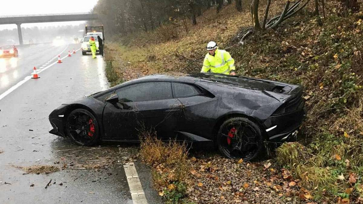 Leicester City Star Schlupp Crashes 200 000 Lamborghini As Com