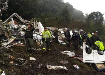 El avión del Chapecoense se estrella en Colombia: 6 supervivientes y 71 muertos