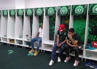 Los jugadores no convocados, desolados en el vestuario