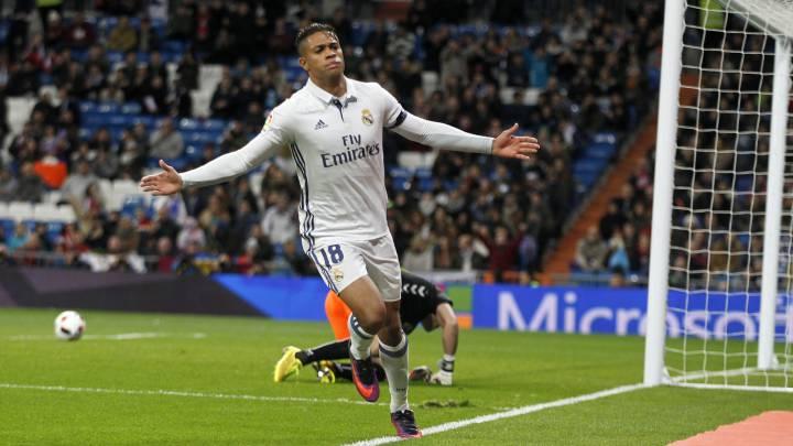 Mariano celebra uno de los goles del Real Madrid a la Cultural.