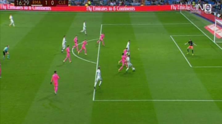Melero López se equivoca al anular el que hubiera sido el 2-0 del Real Madrid, obra de Mariano Díaz, como el 1-0, en el partido de vuelta de la primera ronda de la Copa del Rey en Santiago Bernabéu contra la Cultural Leonesa.