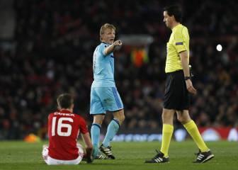 Un árbitro indigna al United por saltarse el control de seguridad