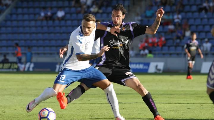 Aarón Ñíguez y Andre Leao durante el Tenerife vs Valladolid