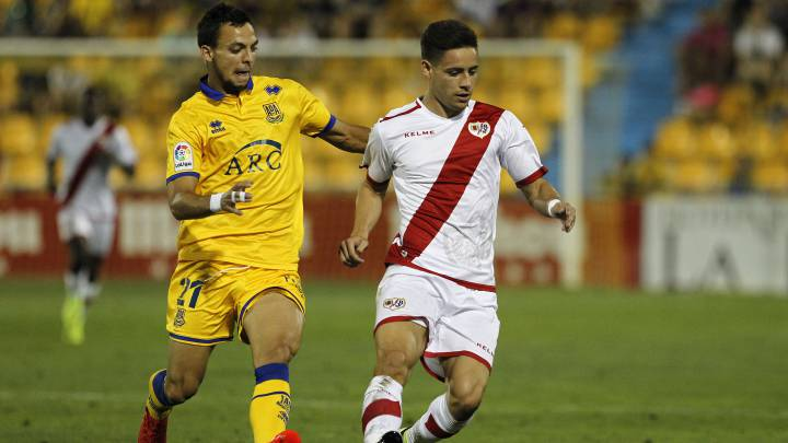 Álex Moreno durante el Alcorcón vs Rayo