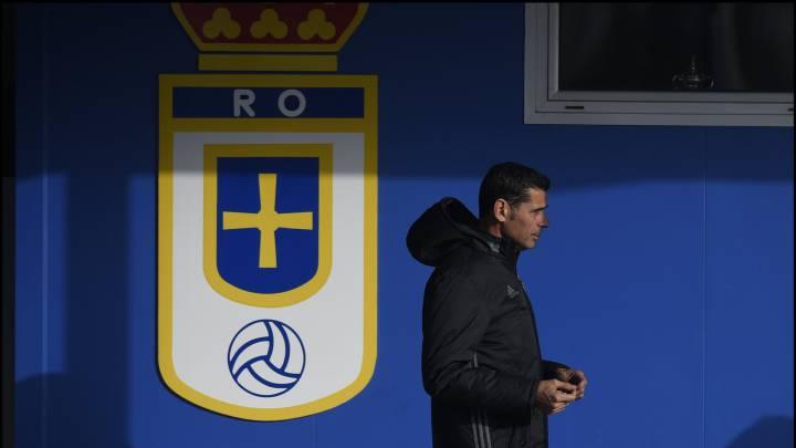 Fernando Hierro durante el entrenamiento del Oviedo.