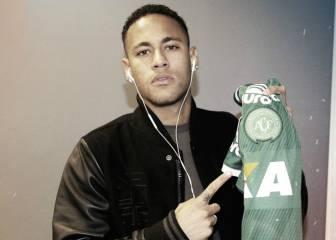 Neymar lució una camiseta del Chapecoense antes del duelo