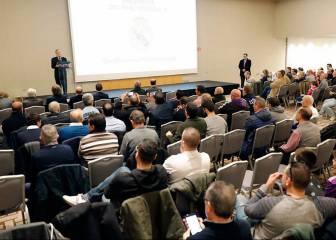 Florentino se reúne con las peñas madridistas en Barcelona