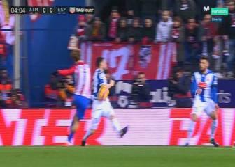 El Atlético reclamó un penalti por mano de Javi Fuego