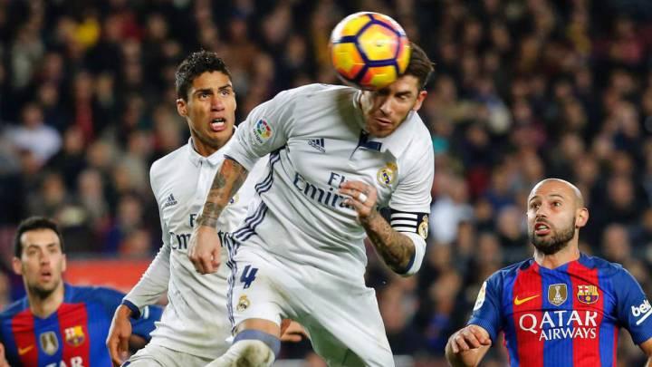 Sergio Ramos consigue de cabeza el gol del empate ante el Barcelona en el Clásico.